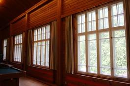 Juhlasalin ikkunat