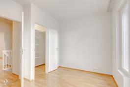 16 m2 makuuhuone vaatehuoneella
