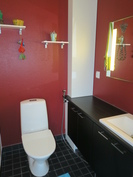 Khh:n yhteydessä oleva toinen erillinen wc