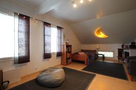 Makuuhuone 5 (18,8m²)