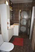 Kylpyhuone on tämän asunnon ylpeyden aihe