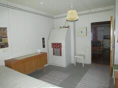 Alakerran makuuhuone /välihuone