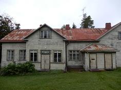 Talo ulkorakennukselta päin