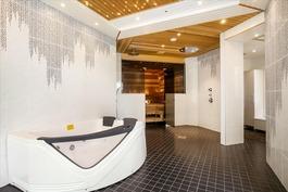 Kylpylä osasto, valaistukseen kiinnitetty huomiota
