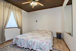 4. makuuhuone alakerrassa