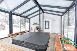 Erillinen saunarakennus
