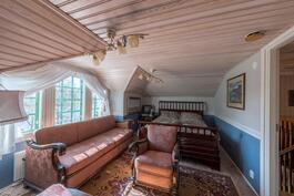 Yläkerran makuuhuone nro1. / Övre våningens sovrum nr1.