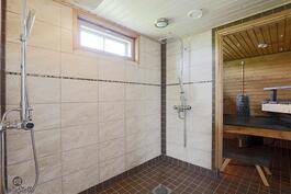 kylpyhuoneessa laadukkaat suihkut