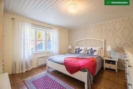 Makuuhuoneet sijaitsevat yläkerrassa.