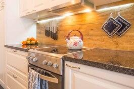 Laadukkaasti ja kauniisti uudistettu keittiö.