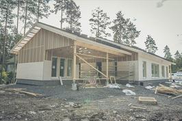Kuva aiemmen rakenteilla olevasta vastaavasta talo