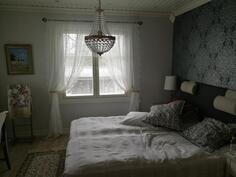 1. kerroksen yksi makuuhuoneista