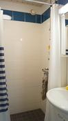 Suihkuhuone remontoitu putkiremontin yhteydessä.