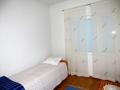 Alakerta/makuuhuone