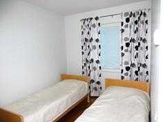 Yläkerta/makuuhuone 2