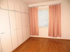 Yläkerta/makuuhuone 1