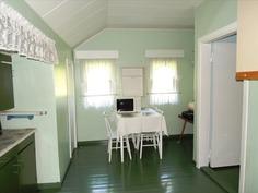 Yläkerran huone/keittiö