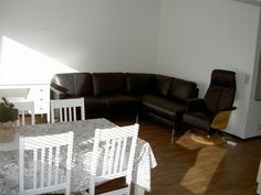 olohuonetta (sohva myytävänä)