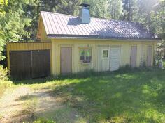 Talousrakennus, jossa on sauna, varastotila, puuliiteri ja puucee