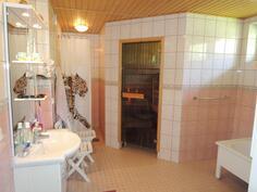 Kylpyhuone on iso