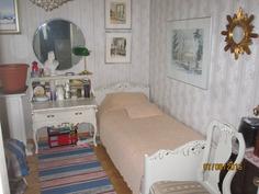 Makuuhuone sisäänkäynnin vieressä