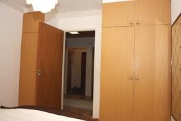 Makuuhuone 1 kaapit