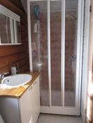 suihkukaappi kylpyhuoneessa