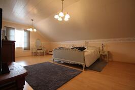 Makuuhuone 3 (21,3m²)