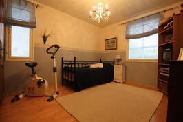 Makuuhuone 2 (13,8m²)