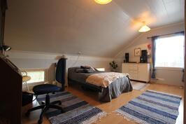 Makuuhuone 4 (17,3m²)