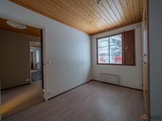 2. Makuuhuone/välihuone