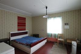 Makuuhuone keskikerroksessa