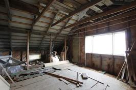 Yläkerrassa rakentamatonta tilaa