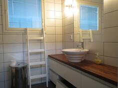 yläkerran kylpyhuone / wc