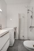 Kylpyhuonekin uusittu 2013/ Även badrummet renoverat år 2013