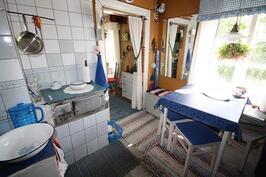 Vanhan mökin keittiö