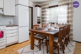 Keittiön vieressä on kodinhoitohuone