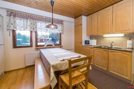 Uudemman talon keittiö
