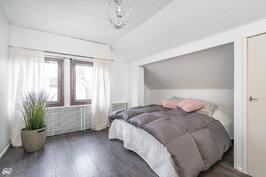 Yläkerran makuuhuone I