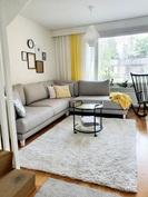 Olohuoneeseen mahtuu isokin sohva