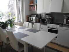 keittiöön mahtuu suurikin pöytä