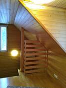 portaikko yläkerran suunnalta