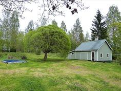 Piharakennus jossa sauna ja liiteri