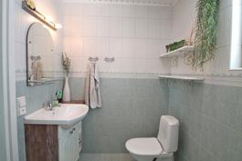 Wc-tila kylpyhuoneessa