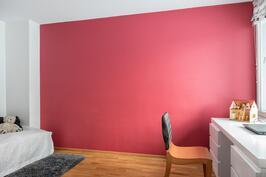 Yläkerran makuuhuone/työhuone