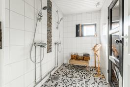 Piharakennuksen saunaosasto