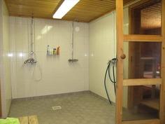 Kellarikerroksen sauna- ja pesutilat