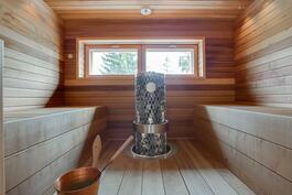 upea ikkunallinen sauna