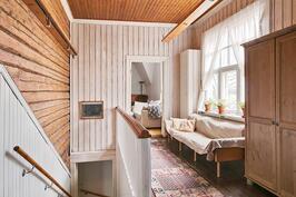 Kartanon yläkerran asunto 176 m2