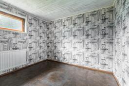 Kellarikerroksen remontoitu huone